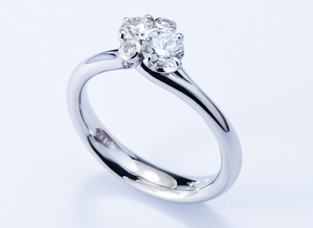 Meadow cross over cluster platinum ring with round brilliant cut diamonds