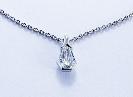 Kite shaped platinum diamond pendant