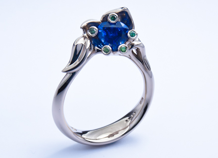 Heart Meadow white gold ring with sapphire and diamonds