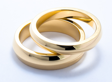 Wedding rings with ridge detail