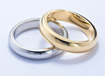 Wedding rings with classic 'D' top