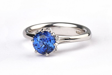 Summer Meadow ring in platinum with sapphire