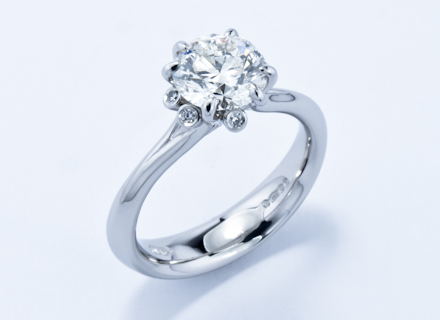 Meadow cluster platinum ring with round brilliant cut white diamonds
