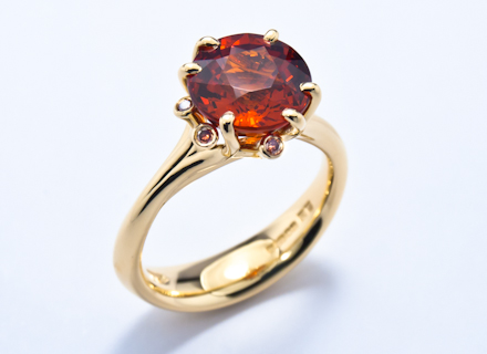 Meadow yellow gold ring with spessatite garnet and diamonds