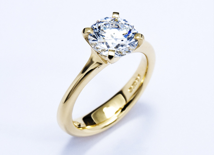 Yellow gold Four claw ring set with round brilliant cut diamond