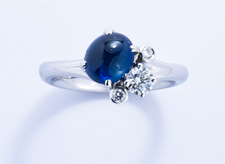 Meadow Cross Over Cluster Platinum Ring With Cabochon Blue