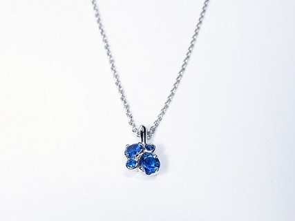 Spring Meadow pendant in platinum, set with round sapphires